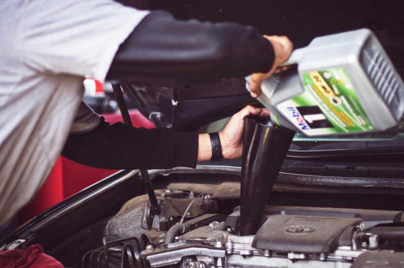 Jak wybrać olej samochodowy